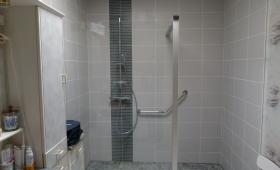 Cabine de douche après