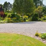 Allée de jardin avec graviers décoratifs